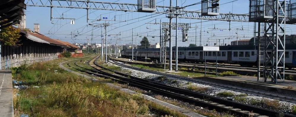 Giovane morto vicino alla ferrovia L'autopsia conferma: nessuna violenza