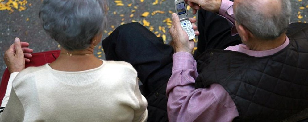 Anziani, allarme furti e truffe Ogni giorno raggirati 13 pensionati