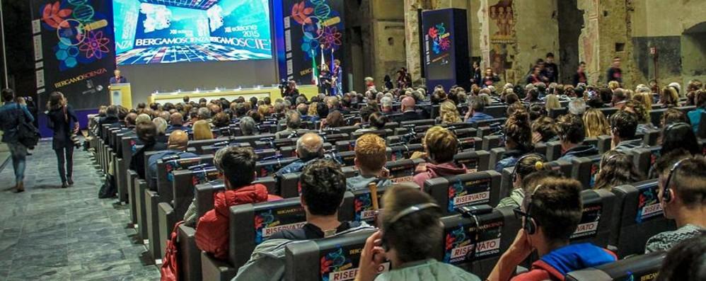 «BgScienza, patrimonio della città» Si apre il festival: 190 eventi  - Foto e video