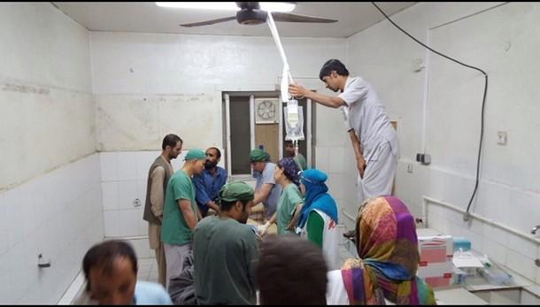 Kabul, terroristi in ospedale colpito