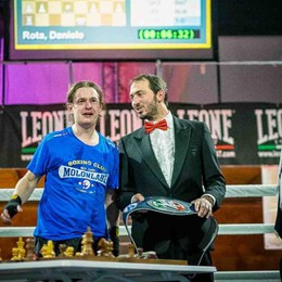 Boxe e scacchi, la sfida vola sul ring Il primo campione è bergamasco - Video