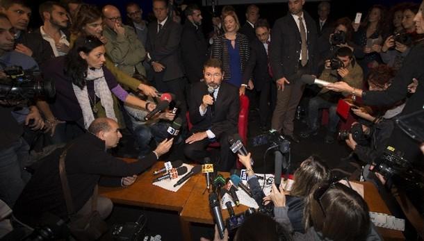 Roma: Fi, siamo ormai alla farsa