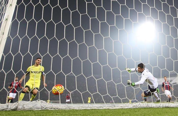 Il gol dell'interista Icardi contro il Bologna