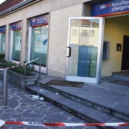 Bancomat esploso a Osio Sotto Ladri in fuga con 100 mila euro - Video