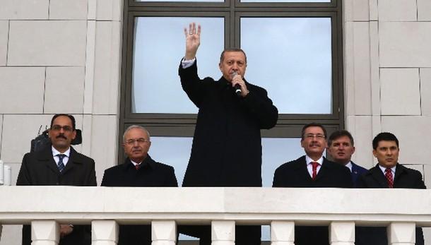 Erdogan, pensate a vostre elezioni