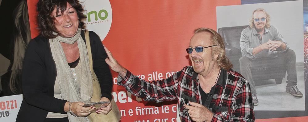 Umberto Tozzi emoziona ancora Fan a Curno per «Ma che spettacolo»
