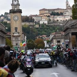 Domenica  con il  Lombardia - foto e video Via e passaggio da Bergamo, poi a Como
