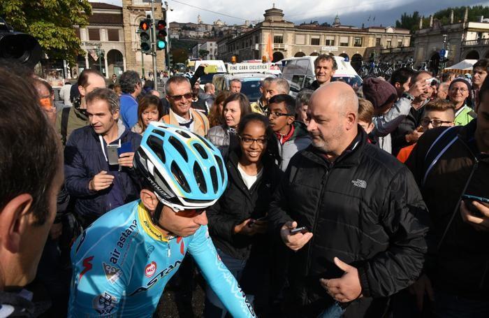 La partenza del giro di Lombardia: Nibali