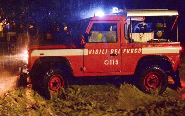Fuori strada: 4 ore in fondo a un burrone Durante i soccorsi va in arresto, salvato
