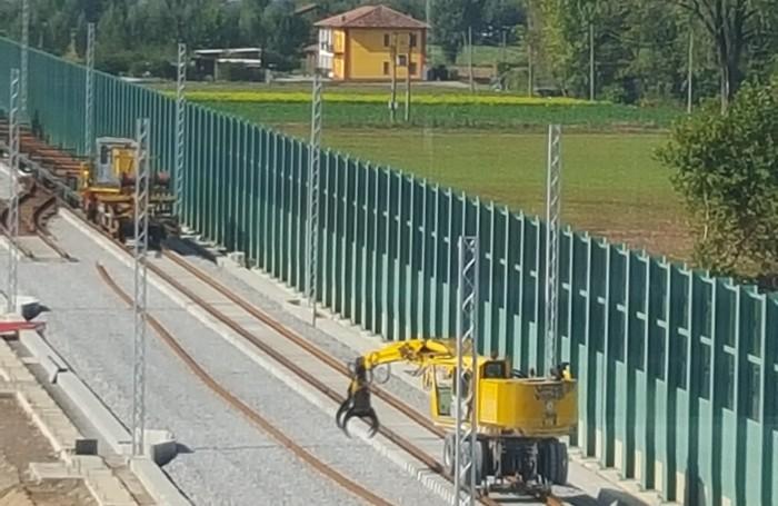 I binari posizionati sulle traverse tra Treviglio e Caravaggio