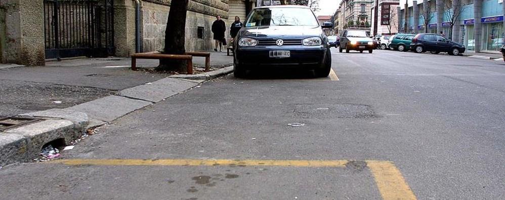 Rivoluzione sosta a Bergamo I residenti sulle strisce blu a prezzi low cost