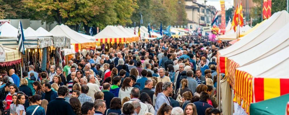 Bergamo, da giovedì torna «Mercatanti» Domenica area pedonalizzata in centro