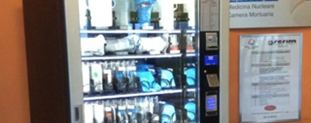 La curiosità: all'ospedale di Treviglio  distributore di contenitori per analisi
