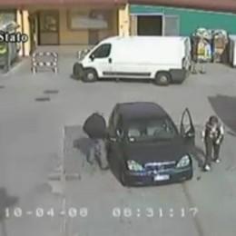 Truffe nei parcheggi dei supermercati Video della polizia spiega come difendersi