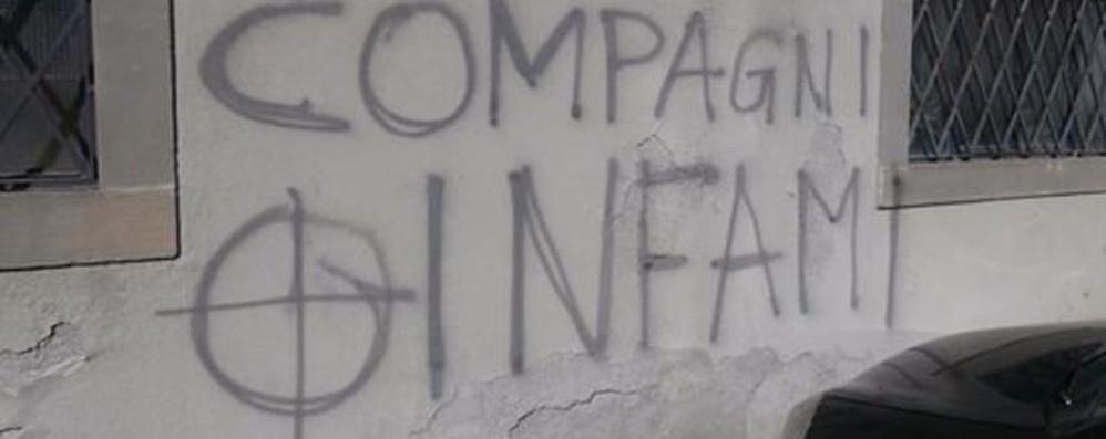 Partigiani, imbrattata la sede di Bergamo Misiani: vergognoso, via subito le scritte