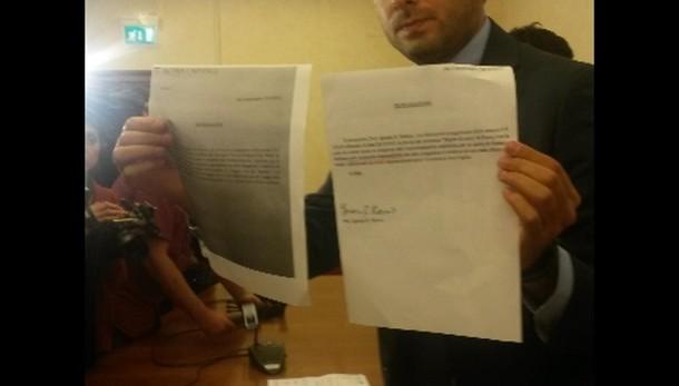 Roma: M5S chiede dimissioni Marino