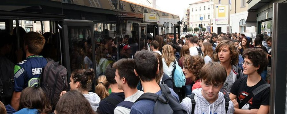 Trasporti, le associazioni consumatori: «Troppi disagi, ora la risoluzione»