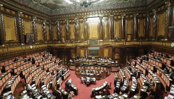 Def: Senato approva rinvio pareggio