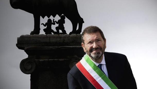 Marino, pressing Pd per le dimissioni