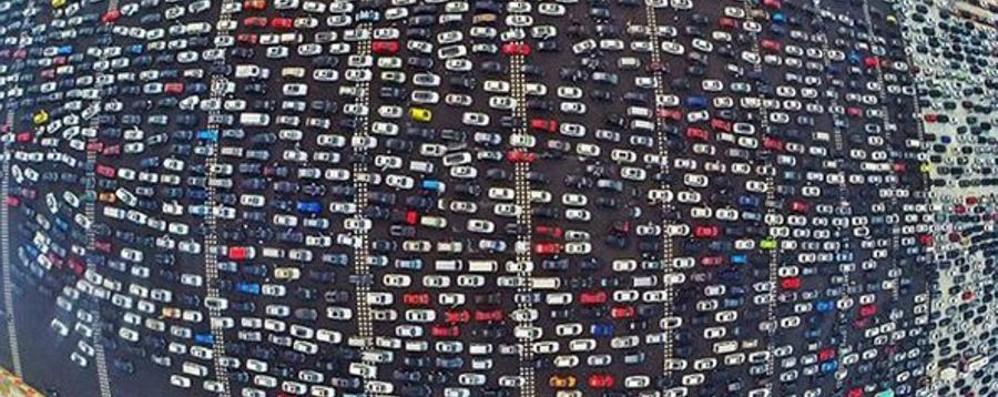 Traffico, non lamentiamoci troppo In Cina 50 corsie intasate - Video