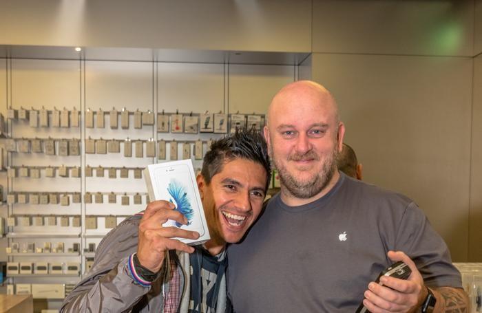 Il primo all'Apple store di Oriocentr