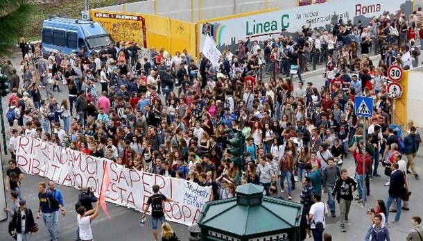 Scuola: protesta studenti contro riforma