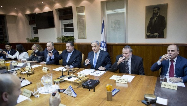 Israele, meno coltelli a bar Knesset