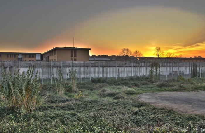 Il carcere di via Gleno al tramonto