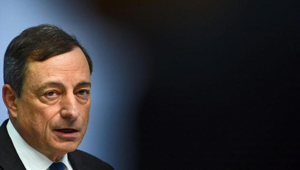 Cambi: euro scende brevemente sotto 1,07