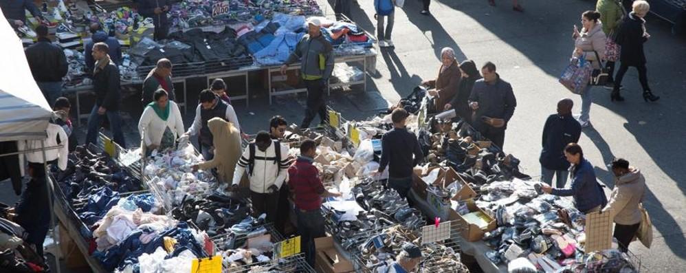 La piaga abusivi nei mercatini Sono cinque i milioni evasi al Fisco
