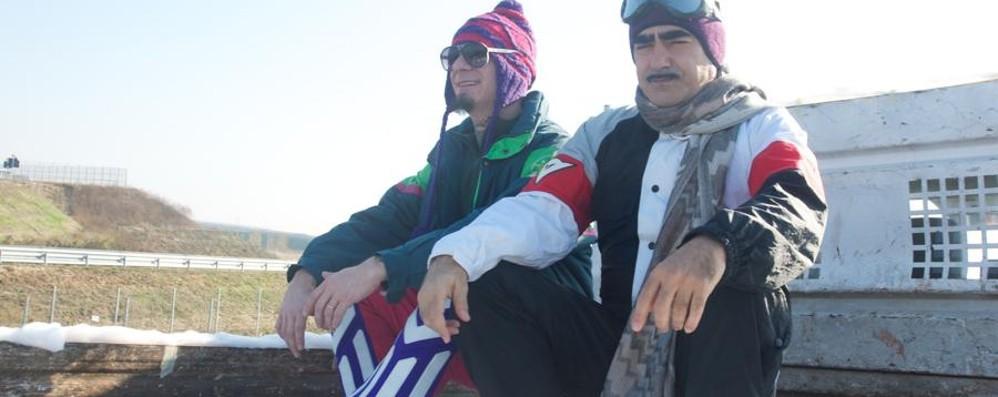 J-Ax ed Elio in Tangenziale «Protesa  contro la protesta» - Video