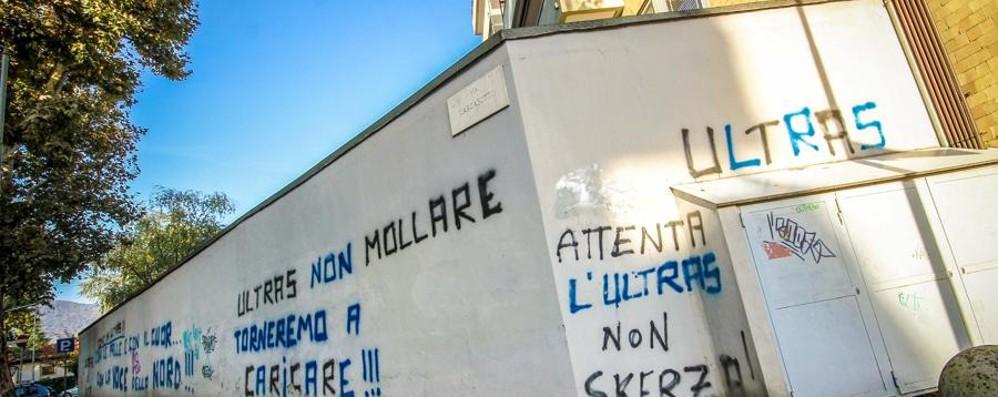 Prefettura, guerra alle scritte ultrà Beffa:  i muri li devono pulire i privati