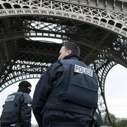 Bergamasca a Parigi con la nipote «Città blindata, un silenzio irreale» - Video