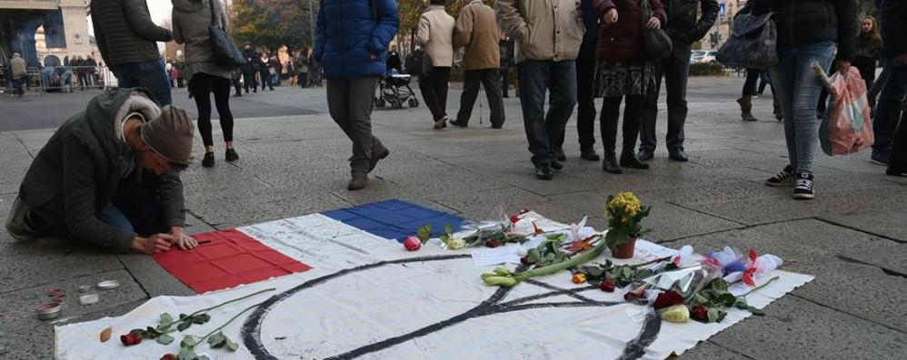 Bergamo prega per Parigi «La forza più grande è quella morale»