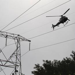 Elicotteri in volo sulle linee elettriche Terna ispeziona oltre 4 mila km - Foto