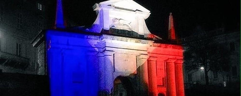 Il cuore di Bergamo in piazza «Anche noi siamo Parigi» - Video
