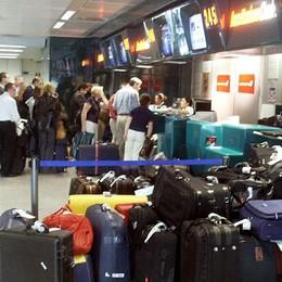 Paura di volare a Parigi dopo venerdì Nel weekend annullati il 76% dei viaggi