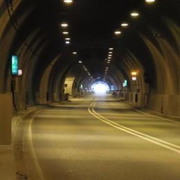 Riaperta la galleria Montenegrone Auto contro furgone: ferito un 41enne