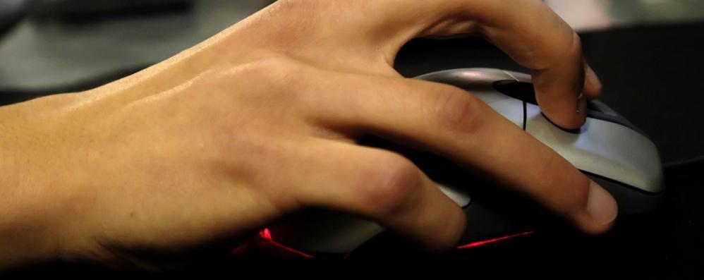Occhio a non cadere nella rete Internet e i pericoli per i giovani - Video