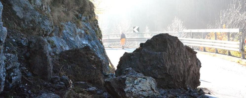 Macigno sulla strada della Val Taleggio «È grande come una piccola utilitaria»