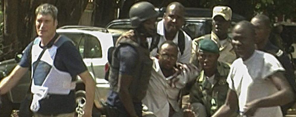 Attacco jihadista in un hotel in Mali - Video Ostaggi liberi, nessun italiano coinvolto