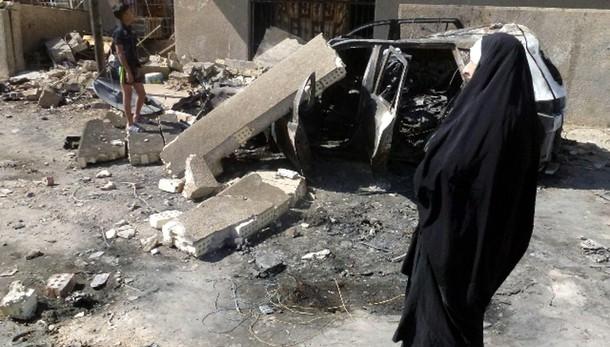 Bombe a moschea sciita Baghdad, 10 morti