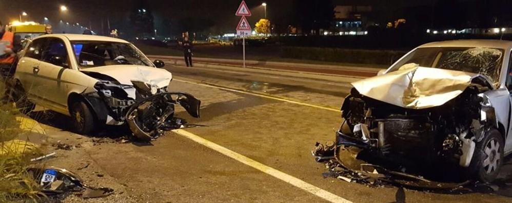 Carvico: scontro tra  auto nella notte Un 20enne e un 33enne in ospedale