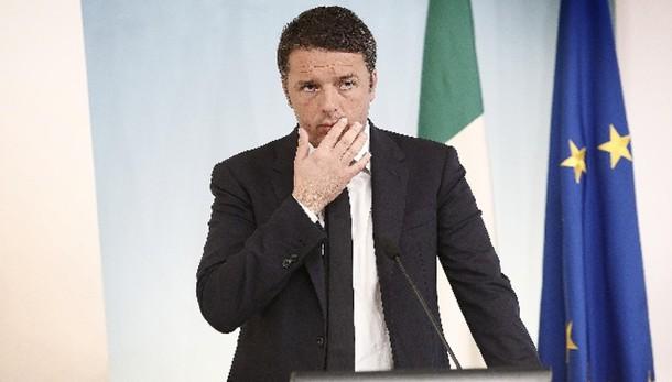 Contro 'bufale' messaggio Whatsapp Renzi