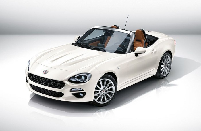 La Fiat 124 Spider in una colorazione diversa