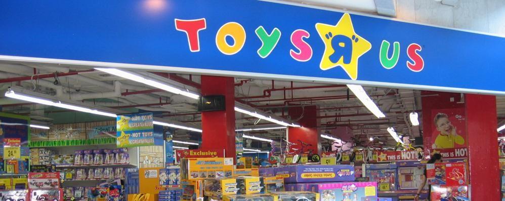 Francia, dopo gli attentati «Toys R Us» ritira le armi giocattolo