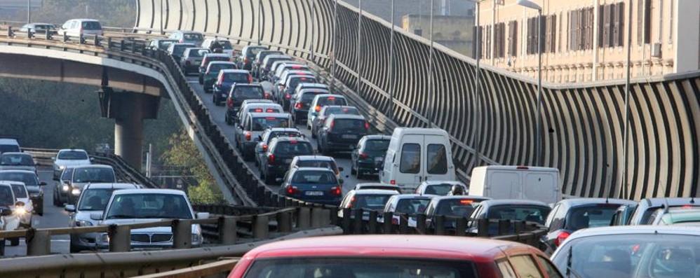 Trasporti, l'Europa boccia l'Italia Troppo traffico. Ma tante auto «verdi»
