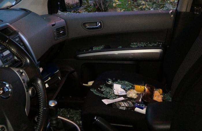 I ladri hanno rovistato nelle vetture