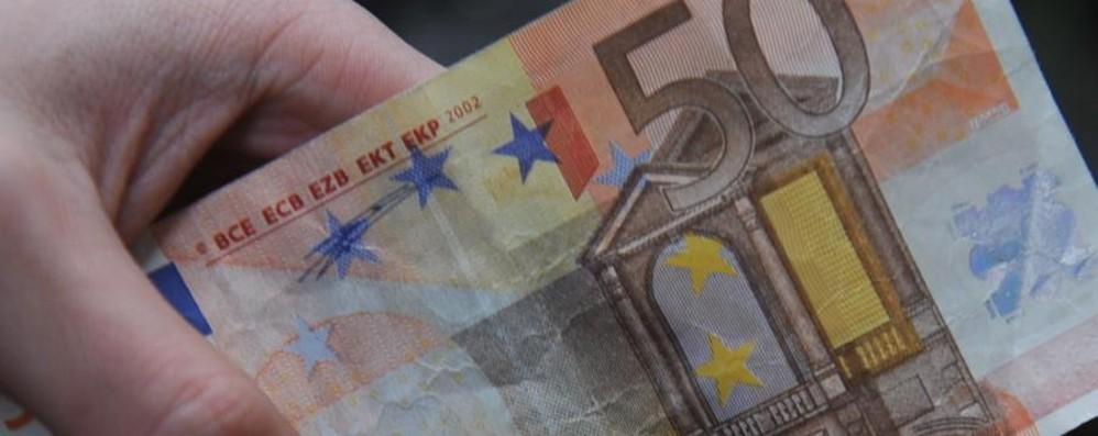 Una donna perde 50 euro in centro «Una 20enne me li ha restituiti»