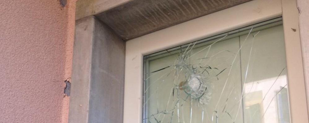 Via Carnovali, 12 anni per un cantiere E ora, nelle case Aler, i vandali -  Video